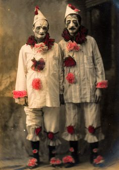 For those of you with clown phobias. Two pierrots taken by the La Marseillaise Studio in New York... very disturbing / #oddities #vintage #curiosities