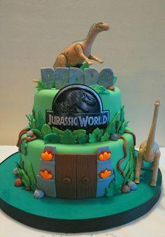 Jurassic world cake Pasteles de cumpleaos Pinterest Cake