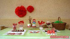Little Red Riding Hood Sweet Table - Mesa Dulce Caperucita Roja  https://succre.wordpress.com/2015/03/02/erase-una-vez-la-mesa-dulce-de-caperucita-roja/