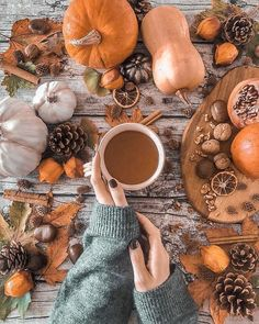 Fall Pictures, Pictures To Draw, Flatlay Instagram, Autumn Flatlay, Thanksgiving Art, Thanksgiving Wallpaper, Autumn Aesthetic, Cozy Aesthetic, Autumn Cozy