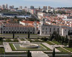 Belém, Portugal | Die Praça do Império en die Jerónimos-klooster van die Ontdekkingsmonument.