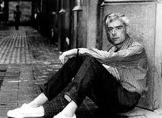 Gabriel Ferrater no es veu a sí mateix com un heroi literari. La seva concepció com a poeta és peculiar. Es considera un home ordinari, sense la sensibilitat especial de la que es dotaven els noucentistes; no té res que el diferencií de la resta: és un ciutadà més.