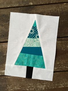 Diy christmas tree 855121047970082761 - Scrappy Christmas Tree Block Tutorial Source by rebeccalimauro Christmas Tree Quilt Block, Christmas Patchwork, Christmas Tree Pattern, Christmas Sewing, Christmas Quilting, Modern Christmas, White Christmas, Christmas Tables, Coastal Christmas