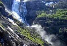 Trollstigen, de waterval Stigfossen, Noorwegen.