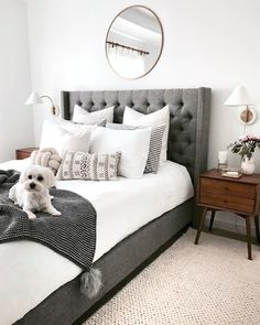 Cozy Home Decorating Ideas for Girls' Bedroom Home Decor Bedroom, Bedroom Furniture, Wood Bedroom, Bedroom Rustic, White Furniture, Bedroom Apartment, Bedroom Wall Lamps, 70s Bedroom, Marble Bedroom