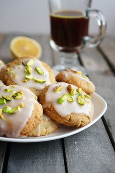 Lemon cookies with pistachios Wine Recipes, Low Carb Recipes, Baking Recipes, Cookie Recipes, Dessert Recipes, Pistachio Cookies, Lemon Cookies, Macarons, Biscuits