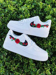 Dr Shoes, Cute Nike Shoes, Swag Shoes, Cute Nikes, Cute Sneakers, Hype Shoes, Me Too Shoes, Sneakers Nike, Nike Custom Shoes