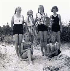 A group of Bund Deutscher Mädel German youth group girls pose on a beach outing.
