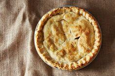 Ingredientes: Farinha de trigo para a superfície de trabalho Massa de torta (04) 2 ½