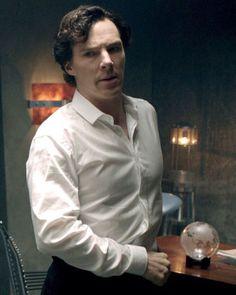 sherlock wearing shirts like these is all i need in life Benedict Sherlock, Sherlock Holmes Bbc, Sherlock Holmes Benedict Cumberbatch, Watson Sherlock, Sherlock John, Jim Moriarty, Doctor Strange, Martin Freeman, Benedict And Martin