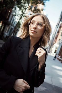 Jill Lansky, style and beauty blogger of The August Diaries wears our Eclipse Blond Metal glasses