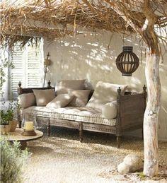 Inspirerend woonkamer | Mooi overkapping van natuurlijke materialen en mooie ruime bank Door Marielle01