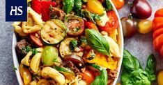 Kolme hittisalaattia kesän piknikeille – nämä salaatit eivät muhjuunnu - Ruoka   HS.fi Pasta Salad, Dips, Salads, Soup, Chicken, Meat, Cooking, Ethnic Recipes, Crab Pasta Salad