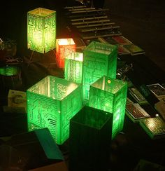 How to Recycle: Recycled Circuit Board Art. SEVERAL VERY GOOD IDEAS. NO TUTORIALS JUST IDEAS (TAG: RECYCLE/RE-USE; HOME DECOR AND PRACTICAL USE)