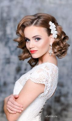 Beautiful wedding hairstyle for short hair from ElStyle. Vintage or classic. http://www.weddingforward.com/wedding-hairstyle-ideas-for-short-hair/ #weddinghairstyles #bridalhairstyles
