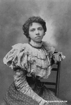People of Color in European Art History  THE WAY WE WERE - THE BLACK VICTORIANS | 1898  Formal portrait of African American woman of the Victorian Age (1890s).