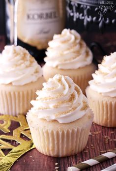 These Champagne Cupcakes are super moist and full of champagne flavor! They are the Best Easy Champagne Cupcakes I have ever made. They'd be perfect For Fourth Of July, or. Moist Cupcakes, Filled Cupcakes, Lemon Cupcakes, Vanilla Cupcakes, Mini Cakes, Cupcake Cakes, Cup Cakes, Cupcake Party, Bundt Cakes