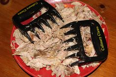 Love pulled pork but loathe preparing it? These meat claws were made for you! Shred pulled pork in seconds and spend more time enjoying your meal.
