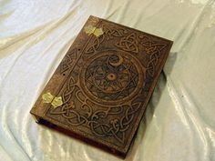 Wooden/Wood Book of Shadows / Journal / Visual Diary / Notebook / Spell Book - Celtic Knot Clow Reed Magic Circle Blank Book A4.