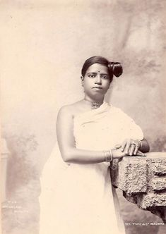 Beautiful Malyalam Woman - Silver Gelatin Photograph - Old Indian Photos Vintage Photos Women, Vintage Photographs, Vintage Images, Evelyn Nesbit, Grand Duchess Olga, Nostalgic Images, Spanish Actress, Vintage India, Ideal Beauty