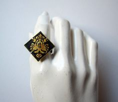 vintage gothic victorian balck and gold heraldic ring
