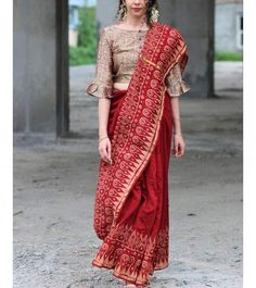 Buy online Sarees - Maroon bordered block printed pure chanderi saree from ChidiyaaShop from our wide range of handwoven & block printed silk, linen & cotton sarees for every occasion. Saree Blouse Neck Designs, Fancy Blouse Designs, Saree Blouse Patterns, Designer Blouse Patterns, Saris Indios, Stylish Blouse Design, Stylish Sarees, Saree Look, Fashion Clothes