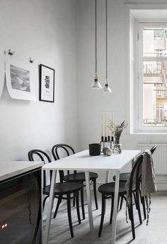Living Room : Stylish home in grey via Coco Lapine Design Diy Interior, Kitchen Interior, Interior Design, Minimalist Dining Room, Minimalist Interior, Elegant Dining Room, Home And Living, Living Spaces, Living Room