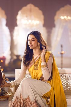 Bollywood actress Deepika Padukone looks stunningly beautiful in Divyam collection photoshoot for Tanishq jewellery. See all of her HD images from the photo session here! Indian Wedding Outfits, Indian Outfits, Bollywood Celebrities, Bollywood Actress, Indian Celebrities, Deepika Padukone Style, Deepika Ranveer, Ranveer Singh, Deeps