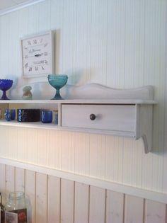 Hylly maalattu Jeanne d' arc living Vintage Paint kalkkimaalilla , Soft Sand Living Vintage, Floating Nightstand, Paint, Storage, Table, Diy, Furniture, Home Decor, Floating Headboard