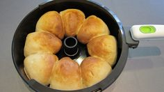 Actifry delicious easy buns - NOT GF, but no reason why it wouldn't work with GF flours! Ww Recipes, Great Recipes, Snack Recipes, Favorite Recipes, Cooking Bread, Bread Baking, Tefal Actifry, Actifry Recipes, Easy Bun
