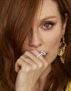 Xavi Gordo for Madame Magazin with Julianne Moore Julianne Moore, Kim Basinger Now, Mature Women Fashion, Celebrity Faces, Celebrity Crush, Gorgeous Redhead, Auburn Hair, Julie, Jessica Chastain