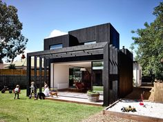 This incredible modern mansion is definition of perfection. Luxury modern homes, Modern mansion interior, Mansion, Luxury homes and Luxury homes dream houses. Architecture Design, Residential Architecture, Black Architecture, Minecraft Beach House, Minecraft Pe, Melbourne House, Modern Mansion, Modern Homes, Duplex House