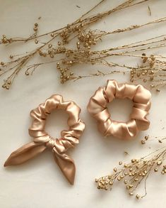Premium homewear brand focusing on high quality, ultra comfort and unique style. Xmas Pjs, Diy Hair Scrunchies, Accesorios Casual, Silk Hair, Lingerie Outfits, Hair Accessories For Women, Diy Accessories, Diy Hairstyles, Hair Ties