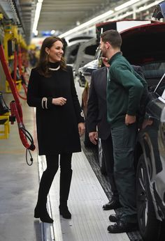 Kate Middleton Photos - Catherine, Duchess of Cambridge talks with employees as she tours the Range Rover production line during their visit to Jaguar Land Rover's Solihull manufacturing plant on November 22, 2017 in Birmingham, England. - The Duke & Duchess Of Cambridge Visit Birmingham