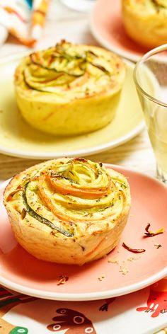 Ein echter Hingucker: Die bunten Zucchini-Karotten-Muffins eignen sich perfekt für das nächste Picknick!