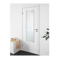 Lite veggplass? Det går bra, dette speilet kan henges på døra di. På krokene over speilet kan du henge nøkler, halsbånd og andre småting. Passer i de fleste rom og er testet og godkjent for bruk i baderom. Kommer med sikkerhetsfilm - minsker risikoen for skader om glasset knuses.