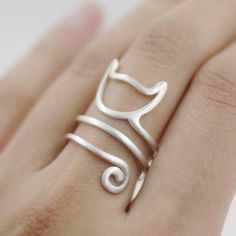 You wish you could take your Kitty Cat with you wherever you go? Well now you can with this resizable sterling silver ring! You are passionate about cats, right? Jewelry is something we choose with pa