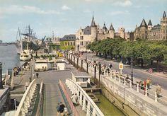 """Het ponton aan het Steenplein, was in de jaren 1960 vooral het domein van de rederij """"Flandria"""". In vele steden is watertoerisme nog steeds een toeristiche attractie. In Antwerpen lukt dat niet."""