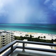 A room with a view in Miami. : : #room #view #views #miami #miamibeach #southbeach #beach #beachday #beachlife #vacation #vacationtime #summer #summer2017 #hotel #loewshotel #loewsmiami #room #roomwithaview #balcony #summertime