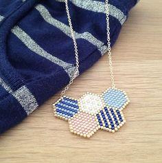 motifs géométriques en sautoirs tissés façon peyote
