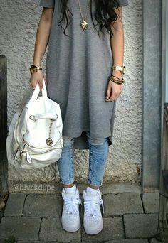 Kim Ventura. BlackDope. White air force 1.skinny jeans. Long fit grey shirt. White backpack.