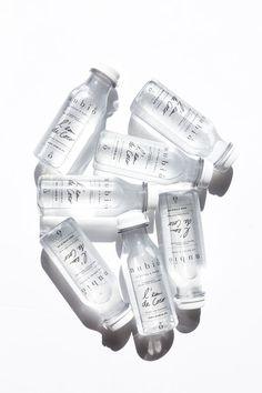 L'eau de Coco par Nubio. Fraiche, pure, idéal pour cet été. #nubio #eaudecoco: Cool Packaging, Tea Packaging, Bottle Packaging, Brand Packaging, Packaging Design, Branding Design, Skincare Packaging, Cosmetic Packaging, Design Food