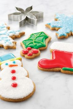 A twist on traditional sugar cookies, this recipe offers a pinch of cinnamon and nutmeg for holiday flavors that every guest will love. Perfect for a Christmas cookie decorating party. Christmas Goodies, Christmas Desserts, Christmas Treats, Holiday Treats, Christmas Stuff, Christmas Recipes, Holiday Recipes, Iced Cookies, Sugar Cookies Recipe