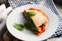 Vegan Ricotta and Spinach Lasagna #healthy #dinner #recipes http://greatist.com/eat/healthy-dinner-recipes-for-two