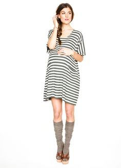 Super adorable Hatch maternity dress with pockets