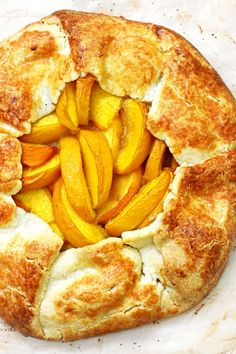 A simple honest and rustic Peach Galette recipe with fresh yellow peaches and a buttery crust. A perfect home-style summer dessert. Peach Galette Recipe, Pie Dough Recipe, Snack Recipes, Dessert Recipes, Baking Recipes, Summer Desserts, French Desserts, French Recipes, Tray Bakes
