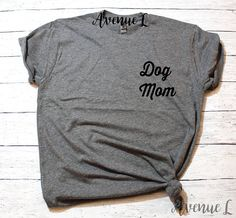 Dog Mom Pocket Shirt-The Avenue L.The Avenue L. The best selection of graphic tees with a vintage feel. A variety of gifts for her. Cute graphic tees for women. Shirts with saying. Graphic Tee Outfits, Cute Graphic Tees, Dog Mom Shirt, Mom Shirts, Funny Shirts, Beach Shirts, Pizza Shirt, Love Shirt, Tees For Women