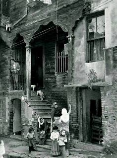 Antique Photos, Old Photos, Vintage Photos, Istanbul City, Istanbul Turkey, Urban Architecture, Architecture Details, Turkey Culture, Istanbul Pictures