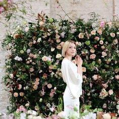 Wedding Wednesday and flower walls are our main feature. This gorgeous wall was made of the finest David Austin Roses stocks sweet Peas and loads of different foliages to give it texture and depth. Image by @dashacaffreyphotographer