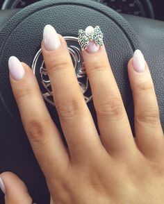 What is acrylic nails full set